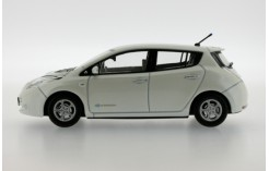NISSAN Leaf - White