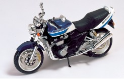 Suzuki GS1400F White & Blue