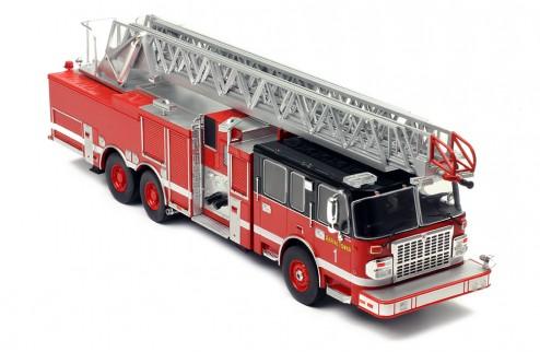 SMEAL 105' Aerial Ladder - US Firetruck 2015
